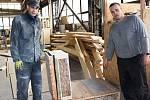 Modulární domky ze dřeva vyrábějí komplet celé v jedné z hal odsouzení ve Věznici Horní Slavkov.