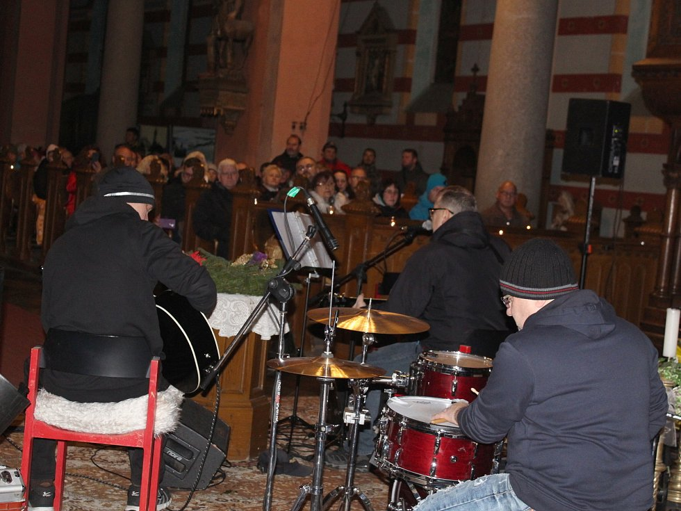 Rockeři hráli v kraslickém kostele pro charitu