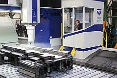 STROJÍRENSKÁ firma Rotas zmodernizovala výrobu. Na snímku nová portálová frézka.