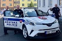 V sousední Rotavě si strážníky pochvalují. Ti letos dostali i nový hybridní automobil.