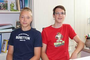 Antonín Kábrt (vpravo) a David Berka pomohli zraněnému chlapci.