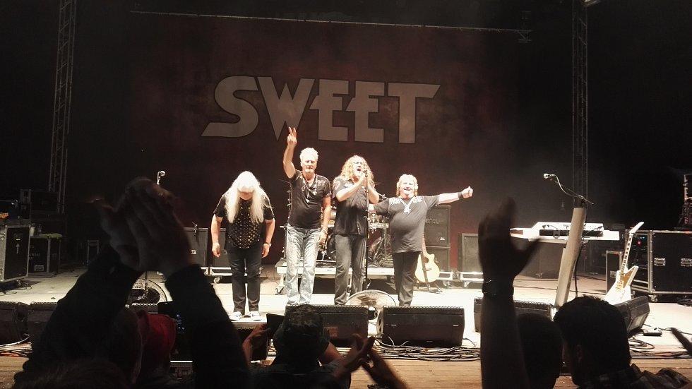 Legendární kapela Sweet roztančila amfík. Nechyběli hudební hosté.