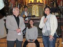 Májový folkový koncert kapely NaDen v krajkovském kostele sv. Petra a Pavla se stal beneficí pro Haničku.