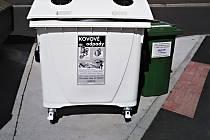 Ve městě přibyly nádoby na kovový odpad