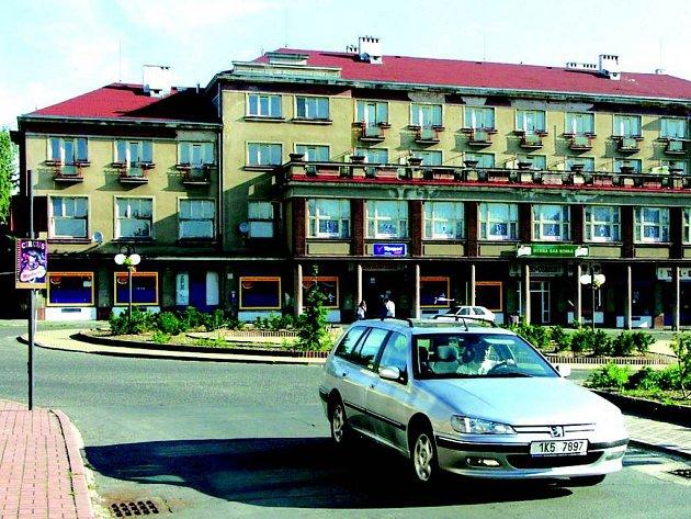 Bývalý hotel Tatran v Horním Slavkově před zahájením přestavby.