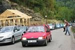 Kolony aut v Lokti.