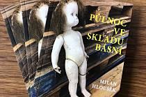 Básnická sbírka Milana Hlouška má název Půlnoc ve skladu básní.