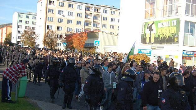 Pochod českých a německých radikálů v Rotavě.