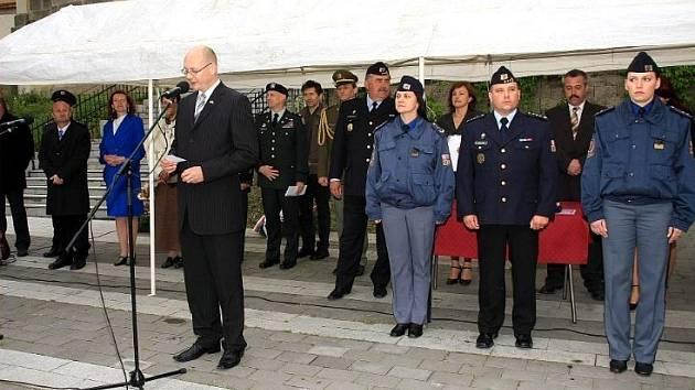 CEREMONIÁL. V rámci připomínky Dne odvobození od fašismu došlo na projevy a udílení vyznamenání.