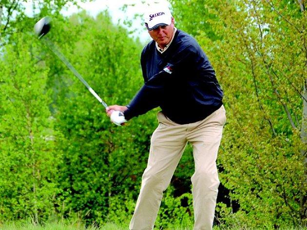 Jan Juhanias vyhrál turnaj seniorů na sokolovském golfovém hřišti.