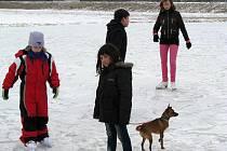 LEDOVÉ PLOCHY jsou velkým lákadlem také pro děti v Kynšperku nad Ohří.
