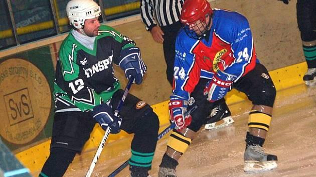 Kynšperský pohár: HC Kynšperk  (v černo - zelené kombinaci) - HC Libavské Údolí B