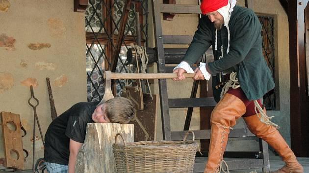 HRAD Loket už  se připravuje na chystané letní akce. I v letošním roce proběhnou představení pro děti i dospělé. Bohatší je i tradiční útrpné právo, přibyla železná panna nebo vodní mučení.