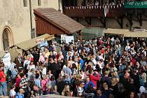 Svatováclavské vinobraní v Lokti přilákalo o víkendu opět tisíce lidí.