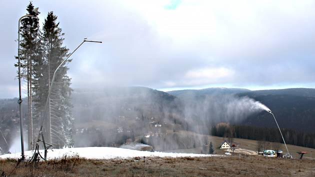 Bublavské skicentrum začalo zasněžovat.