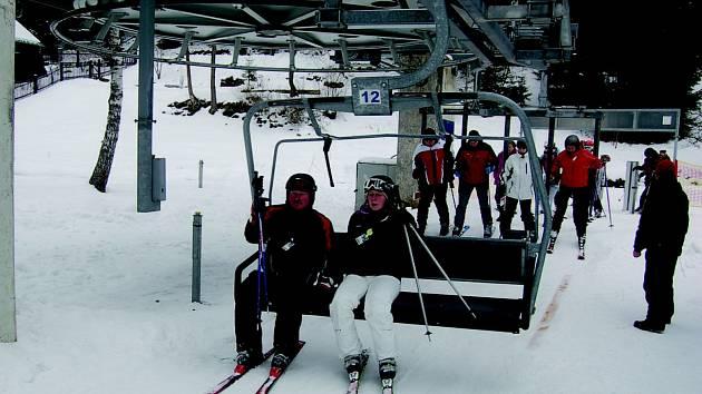 VELIKONOCE se na horách v kraji ponesou ve znamení kvalitních lyžařských podmínek. Na snímku skicentrum Bublava.