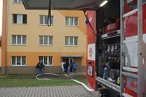 V Rotavě hořel byt v panelovém domě.