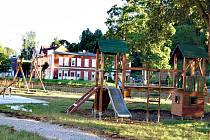 Nové dětské hřiště v Kraslicích. Stane se z něj Dotzauerův park.