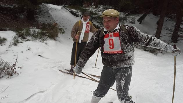 Účastníci čtvrtého ročníku tradičního závodu Aschberglauf v krušnohorské Bublavě.