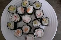 Sushi je jedno z nejznámějších jídel japonské kuchyně.