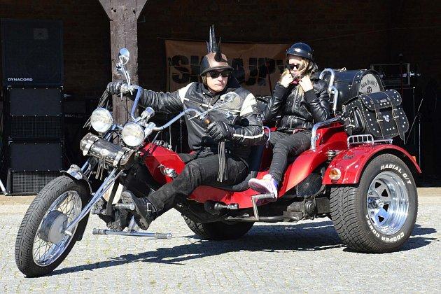 Motorkáři na Statku Bernard.