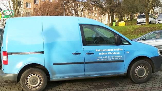 Současný vůz pečovatelské služby pro rozvoz potravin dosloužil a nahradil ho nový, stejné značky.