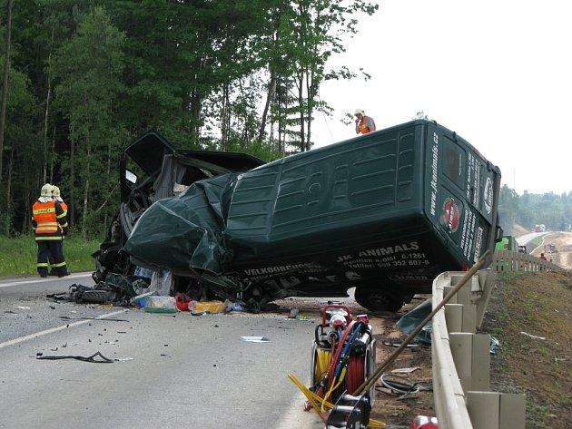 Tragická dopravní nehoda u Arnoltova ve směru na Zlatou.