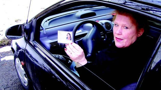 Ještě přes 6 700 lidí si musí vymněnit starý řidičák za nový