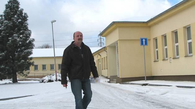 ZDRAVOTNICKÉ STŘEDISKO ve Vintířově (budova v pozadí) se od dubna zaplní pacienty, kteří sem budou přicházet za lékařskou péčí.