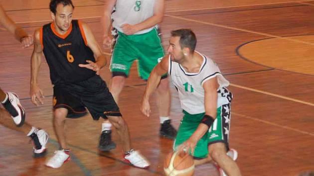 Basketbalisté Sokolova v duelu s varskou Thermií.