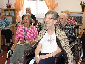 Populace stárne a města a obce jsou si vědomy, že se o své seniory musí postarat (ilustrační foto).