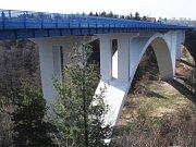 Obloukový most přes Ohři na dálnici D6 je mezi 100 stavbami z České a Slovenské republiky, které v anketě mohou získat titul stavba století,.