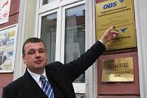 POSLANECKÉ kanceláře jsou tu od toho, aby hájily zájmy a potřeby obyvatel. Prohlašuje to poslanec Jan Bureš (na snímku).