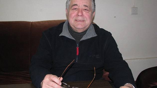 JAN RUND přišel do redakce Sokolovského deníku vyprávět o své nové knize.