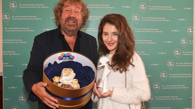 Ostrovského dudka a Cenu dětského diváka si odvezl z festivalu  režisér Zdeněk Troška za pohádku Čertoviny, v níž si zahrála i Sara Sandeva.