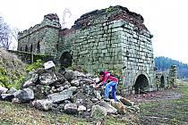 HISTORICKÁ huť v Šindelové je jednou z nejvýznamnějších technických památek v republice. Do vlastnictví ji získal Spolek pro zachování hutě v Šindelové.