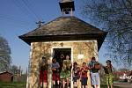 Od čtvrtka do sobotního rána chodila parta kluků v Šabině na Sokolovsku s řehtačkami jeichž zvuk nahrazoval zvony, které odletěly do Říma.