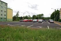 Dětské hřiště v ulici U Koupaliště vystřídalo parkoviště.