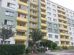 JEDEN ze dvou objektů s nízkonákladovými byty v Sokolově na sídlišti Vítězná.