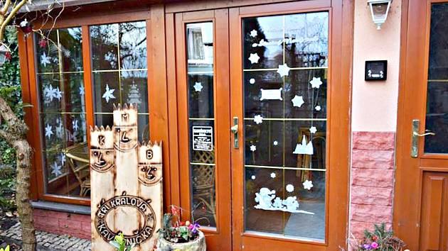 Tříkrálová kavárnička bude od února nabízet posezení v prostorách vedle evangelického kostela v Sokolově.