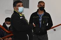 Za napadení záchranáře tři roky roky vězení a podmíněné či peněžité tresty