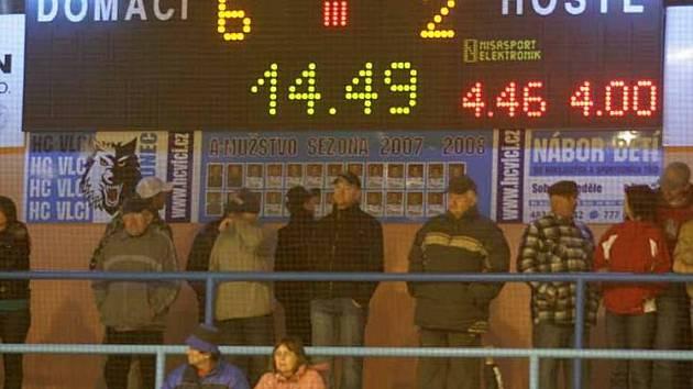 Hokejisté Sokolova prožili v Jablonci perné chvilky.
