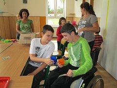 V ZÁKLADNÍ ŠKOLE v Novém Sedle otevřeli už druhou speciální třídu pro děti trpící autismem a kombinovaným postižením.
