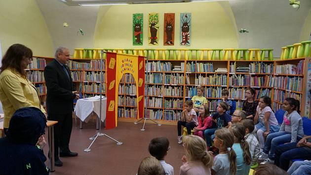 V sokolovské knihovně děti probudí broučky.