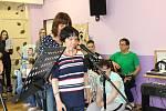 Na besídce k Svátku matek se zpívalo, recitovalo, nechyběla spousta obrázků.