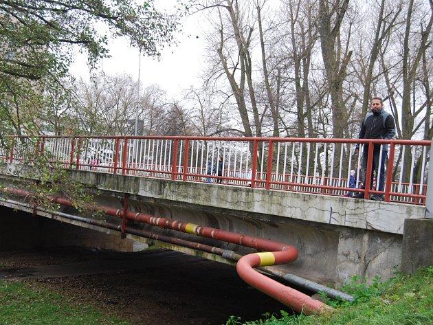 Most přes Ohři v ulici Jednoty