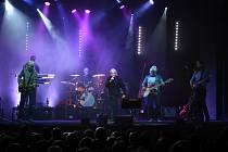 Koncert Václava Neckáře a jeho doprovodné kapely Bacily měl v Kraslicích velký úspěch.