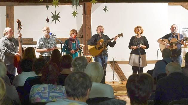 """Roháči na """"Pluháči"""" vystoupili se svým vánočním koncertem i v loňském roce."""