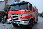 Novou cisternu přivezl v pátek, během zahájení adventu, hasičům starosta Patrik Pizinger.