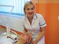 Mistryně republiky v make-upu Margarita Krupeničová je studentkou čtvrtého ročníku maturitního oboru kosmetička na Střední škole živnostenské Sokolov.